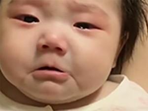 Video: Khóc đỏ cả mắt, cô bé đáng yêu này khiến dân mạng cười bò