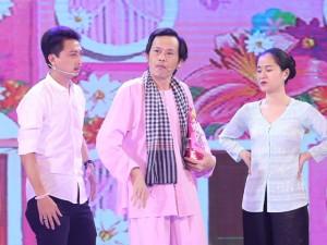 """""""Hoa hậu làng hài"""" Thu Trang điệu đà, sân si, quyết đối đầu Hoài Linh"""
