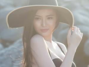 Ngọc Duyên khoe vòng eo 58cm đốt nóng bãi biển Vũng Tàu