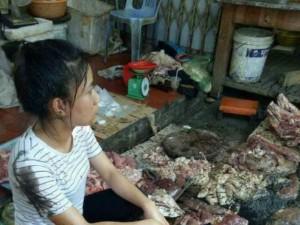Người phụ nữ bị hắt dầu luyn tại Hải Phòng chính thức chuyển sang bán thịt lợn