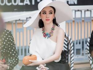 Angela Phương Trinh dính sự cố, đến trễ vẫn siêu chảnh tại show thời trang