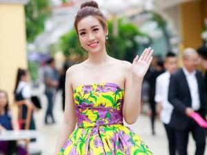 Hoa hậu Mỹ Linh hạ gục mọi ánh nhìn khi đi xem thời trang
