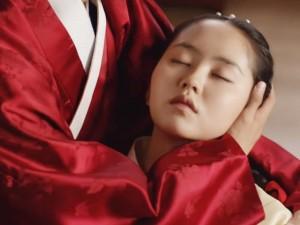 """""""Mặt nạ quân vương"""": Kim So Hyun bị hạ độc, hung thủ là ai?"""