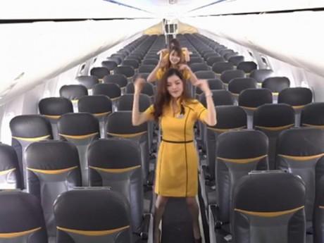 [Video] Tiếp viên hàng không Thái Lan nhảy cover sexy chào đón Britney Spears