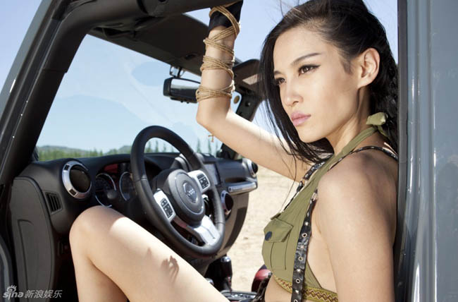 Người đẹp đóng vai chính trong bộ phim 12 con giáp của Thành Long, được báo giới gọi là Long nữ lang.