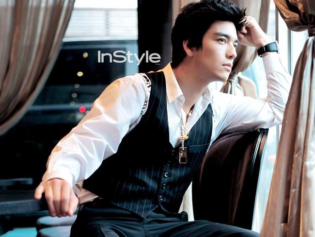 Nhắc đến một trong những 'hoàng tử lai' điển trai nhất Kbiz không thể không kể đến Dennis Oh. Sở hữu nét đẹp từ bố là người Mỹ, mẹ là người Hàn Quốc, Dennis Oh trở thành chàng 'hoàng tử lai' quyến rũ nhất màn ảnh Kbiz.