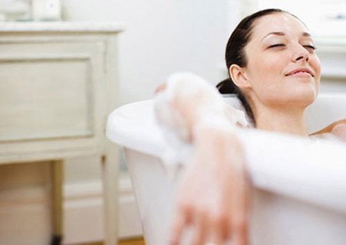 Image result for Chuyện tắm giặt sau khi sinh