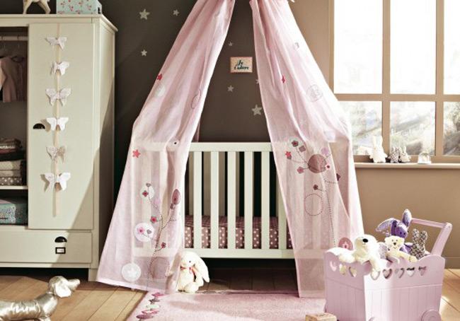 Điều đầu tiên các bố mẹ cần quan tâm khi trang trí phòng cho con mới sinh chính là đảm bảo an toàn và vệ sinh. Căn phòng phải thoáng mát, sạch sẽ để trẻ có được môi trường nghỉ ngơi thoải mái nhất.