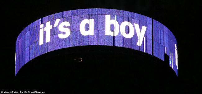 'It's a boy (Đó là một cậu bé)', lời thông báo chính thức sau khi hoàng tử nhí chào đời.