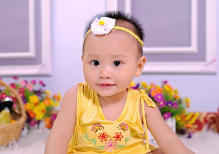 Chào các bạn, mình xin tự giới thiệu mình là Nguyễn Ngọc Kiều Anh, sinh này 12/07/2012. Mình rất vui khi được làm quen với các bạn. Mời các bạn cùng ngắm bộ ảnh mà bố mẹ mới đưa mình đi chụp nha.