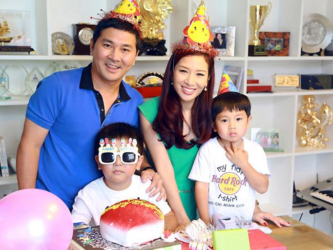 Tổ ấm hạnh phúc của Á hậu Quý bà Thu Hương bên chồng và hai bé trai rất đáng yêu.