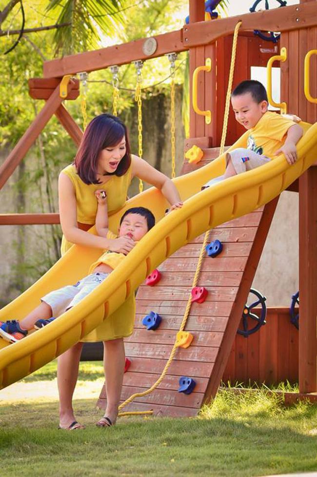 Mẹ Hương thường hay đưa Tôm và Ben đi chơi công viên