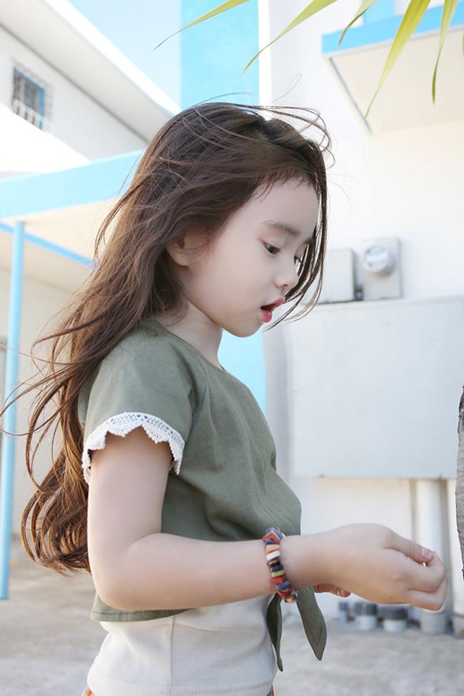 Wonei đang là cô bé gây sốt trên cộng đồng mạng. Cô bé sở hữu nét dễ thương, đáng yêu của một nhóc con 6 tuổi.