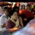 Hàng nghìn người đội mưa làm lễ Vu Lan