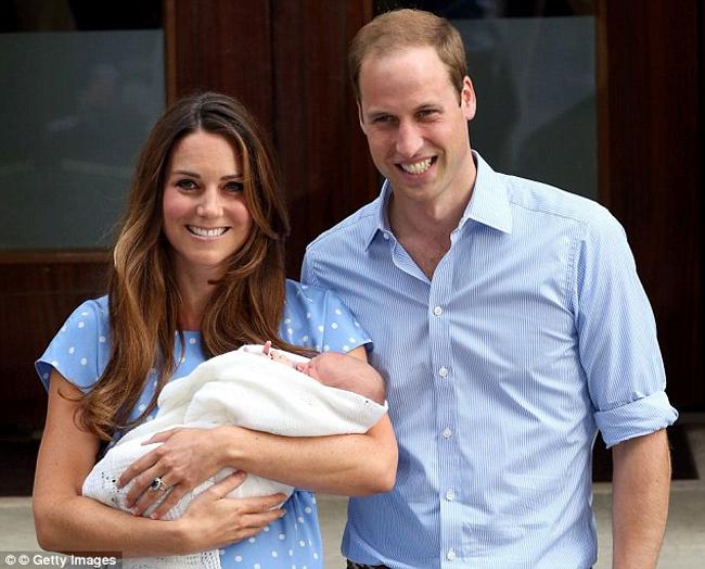 Đây là hình ảnh đầu tiên của gia đình hoàng tử William sau khi công nương Kate hạ sinh 'Hoàng tử nhí' vào ngày 24/7 vừa qua.