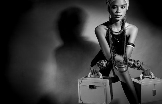 Trong công việc, Trần Hiền cũng là người mẫu rất nhanh nhạy trong mỗi ý tưởng chụp hình. Trong bộ ảnh thời trang mới được thực hiện bởi đạo diễn Henri Hubert, Trần Hiền xuất thần trong mỗi khuôn hình.