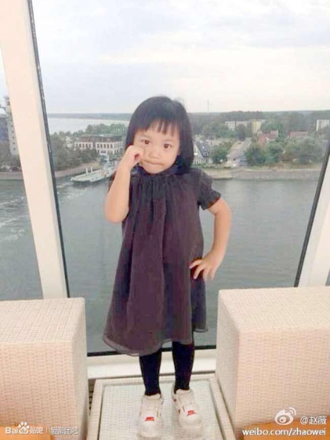 Con gáiTriệu Vyvà doanh nhânHuỳnh Hữu Longtên làHuỳnh Tânsinh ngày 11/4/2010 tại Singapore. Bé thường được gọi với cái tên thân mật là'Tiểu tháng tư'.Huỳnh Tânít khi xuất hiện bên mẹ nhưng hình ảnh của bé thường được cập nhật trên trang cá nhân.
