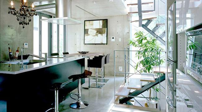 Các mẫu thiết kế sử dụng những tông màu ấm với sàn nhà và tủ bếp bằng chất liệu gỗ. Các tông màu lạnh được thể hiện thông qua chất liệu thép không gỉ của bàn bếp và đồ dùng nhà bếp.