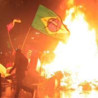 Toàn cảnh Brazil tê liệt vì bạo loạn sau trận thua thế kỷ