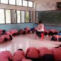 """Làm mẹ - Học sinh Thái Lan xin cô giáo """"đừng về Việt Nam"""""""