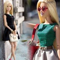 Búp bê Barbie xúng xính váy áo dự tuần lễ thời trang