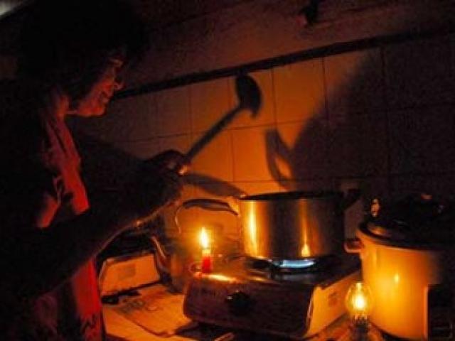 Dân kêu trời, ngành điện vẫn khoe số giờ mất điện đã giảm