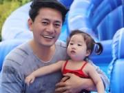 """Làng sao - Con gái Trương Minh Cường hơn 1 tuổi đã biết """"hái ra tiền"""""""
