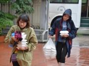 Ảnh: Những suất cơm  & quot;sưởi ấm lòng & quot; người dân vùng lũ lụt Quảng Ninh