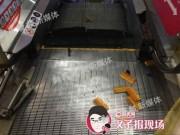 Tin tức - Thang cuốn Trung Quốc lại nghiền nát chân một lao công