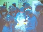 Tin tức - Hồi hộp xem bác sĩ rút dao khỏi hộp sọ bé sơ sinh bị kẻ lạ đâm xuyên đầu