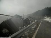 Tin tức - Kinh hoàng siêu bão hất tung xe tải, làm lung lay máy bay