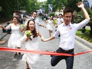Tin tức - Cận cảnh màn chạy tập thể của 100 cô dâu chú rể