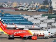 Tin tức - Xe thang lại đâm rách cánh máy bay ở Tân Sơn Nhất
