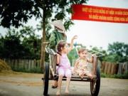 Làm mẹ - Vẻ dễ thương của bông hồng lai ở làng quê Việt Nam