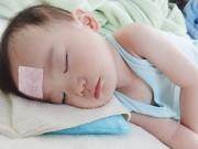 """Làm mẹ - Kinh nghiệm """"xương máu"""" hạ nhiệt cực nhanh khi trẻ bị sốt cao"""