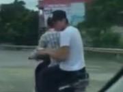 Clip Eva - Video: Màn rượt đuổi 2 tên cướp cầm dao nhọn như phim hành động