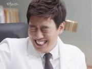 """Chuyện tình bác sĩ tập 15: Kim Rae Won """"nhăn mặt"""" khi được bạn gái chăm sóc"""