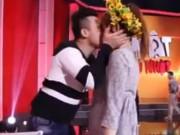 Clip Eva - Video: Trấn Thành, Hari Won hôn nhau tình tứ sau hậu trường