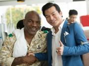 Làng sao - Mike Tyson thân thiết với Trần Bảo Sơn trên phim trường ở Việt Nam