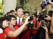 Hân hoan đón 'người hùng' Olympic Hoàng Xuân Vinh về nước