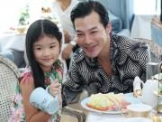 Làng sao - Con gái Trần Bảo Sơn tươi tắn đi sự kiện cùng bố