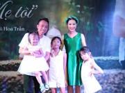 Làng sao - Vợ ca sĩ Việt Hoàn bất ngờ ra MV nhân ngày Vu Lan bên chồng và 3 con gái