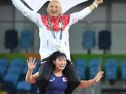 Sốc với màn ăn mừng của nữ đô vật Nhật Bản