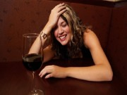 Sức khỏe - Người uống rượu đỏ mặt có nguy cơ ung thư thực quản?