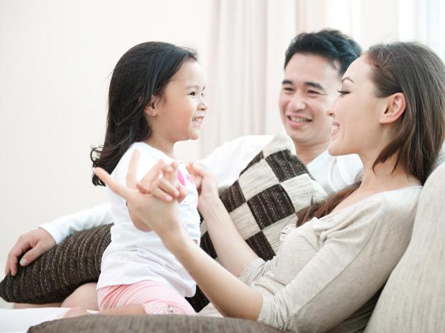 """Thay vì khen con """"Tốt lắm"""", cha mẹ nên thay đổi cách động viên"""