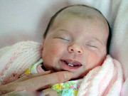 Bà bầu - Bé sơ sinh vừa khóc chào đời đã khiến bác sĩ ngỡ ngàng