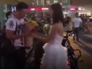 Video: Cô gái đem cả xe máy xịn và sổ đỏ cầu hôn bạn trai