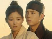Xem & Đọc - Mây họa ánh trăng tập 6: Park Bo Gum cứu Kim Yoo Jung khỏi kẻ cưỡng bức