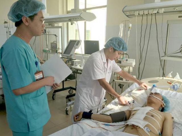 Hy hữu: Mổ ngay trên cáng cứu sống bệnh nhân bị tai nạn xuyên tim