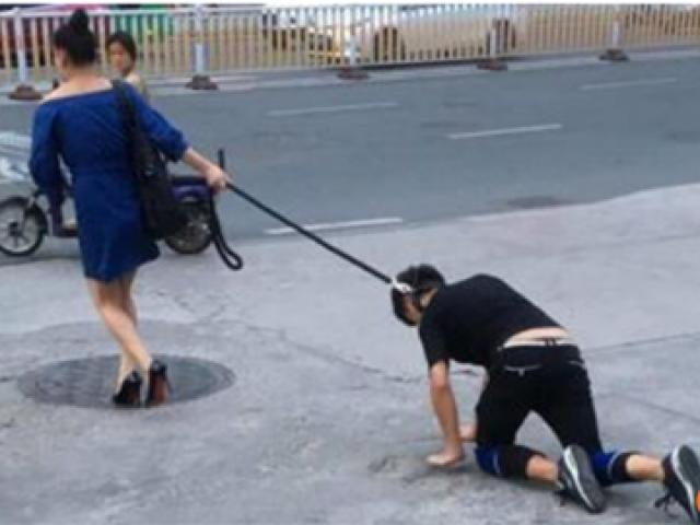 Xôn xao bức ảnh người phụ nữ xích cổ, dắt bạn trai như cún giữa đường